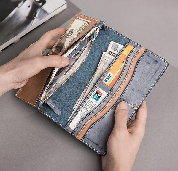 9dabe9ed75ef When we talked about the men accessories, the colors like black, blue,  brown and gray comes to our mind. I have not shared a gray color leather long  wallet ...