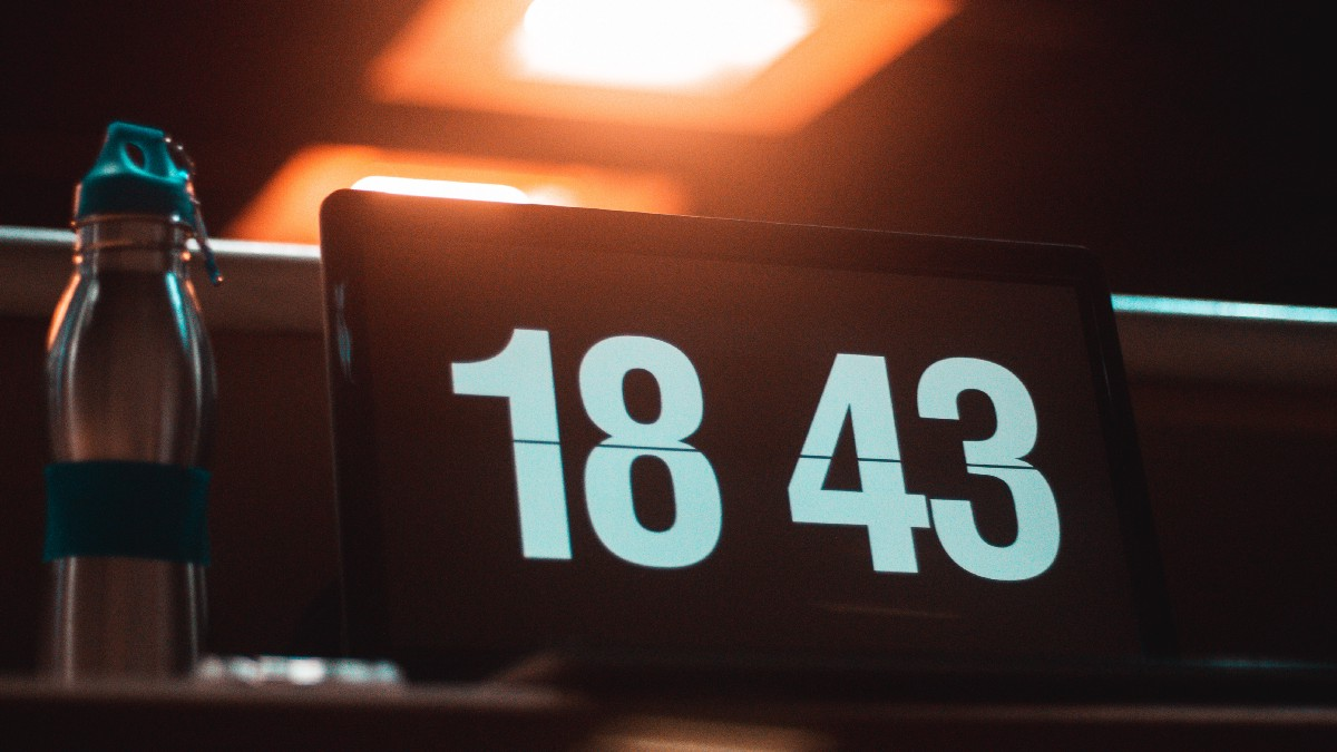 How to make a simple cool looking digital clock with HTML/CSS/JS