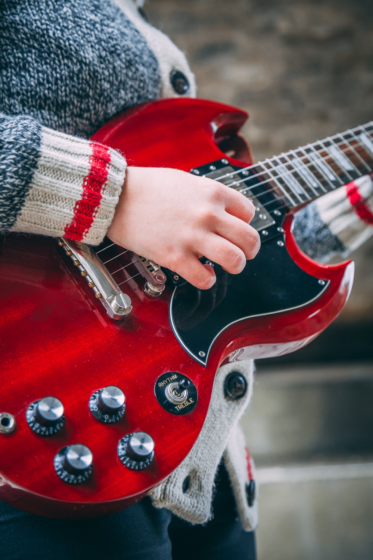 How to play guitar for beginners?