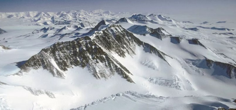 NAVY ENGINEER: I SAW ANCIENT RUINS, ALIENS, AND TOP-SECRET BASES IN ANTARCTICA!