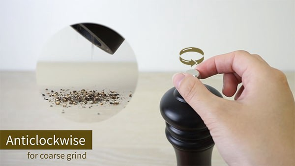 Setting the spice grinder for coarse grind