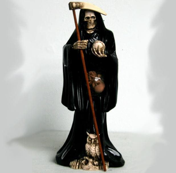 Prayer to Santa Muerte to Gain Control Over Someone
