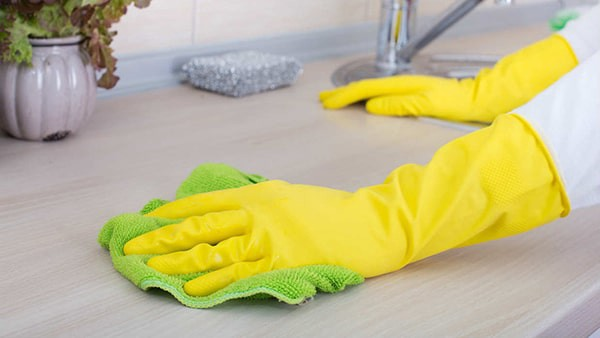 how to clean kitchen counter with white vinegar