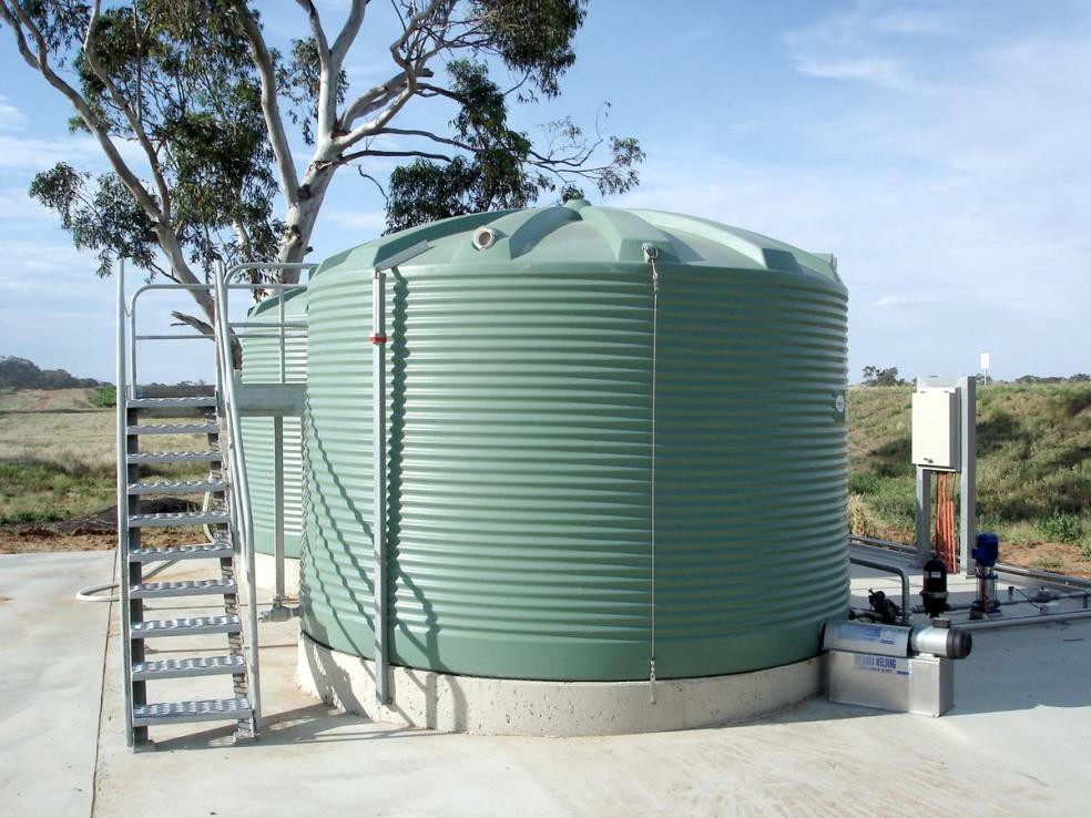 Pros and cons of poly rainwater tanks in Adelaide - Taylor