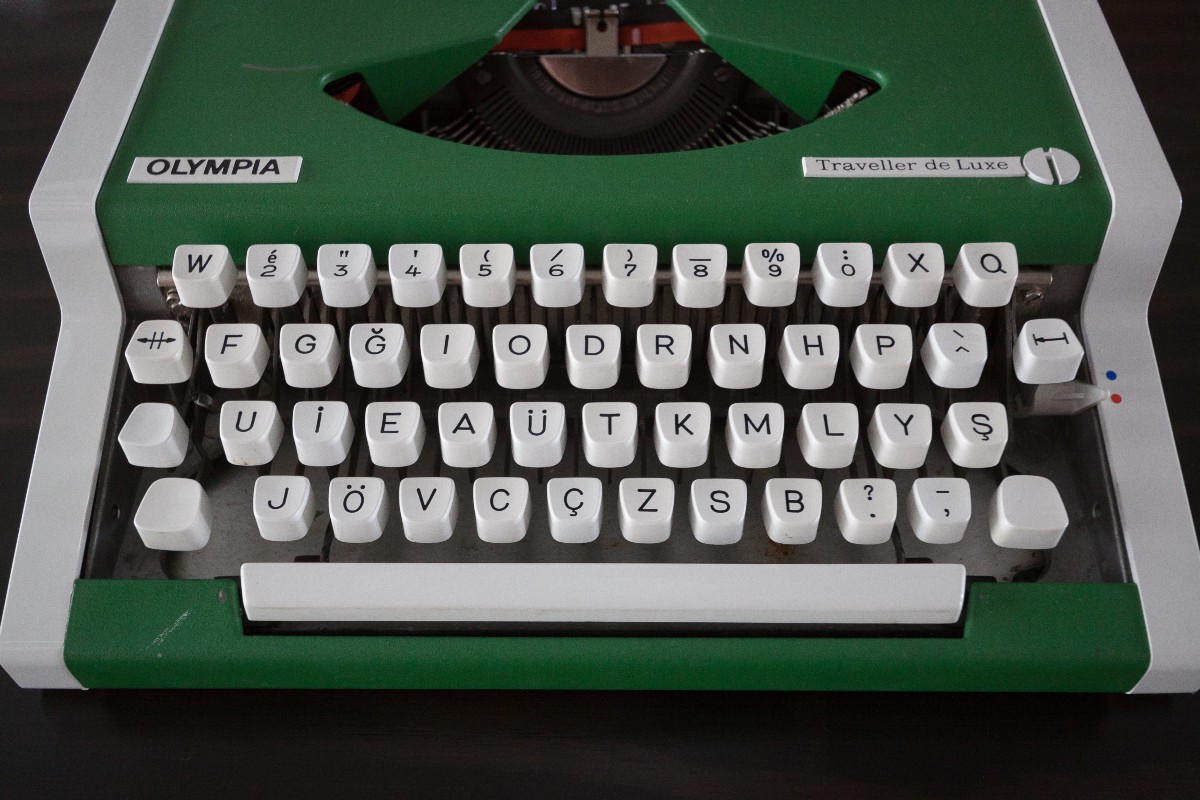 What I learned about languages just by looking at a Turkish typewriter