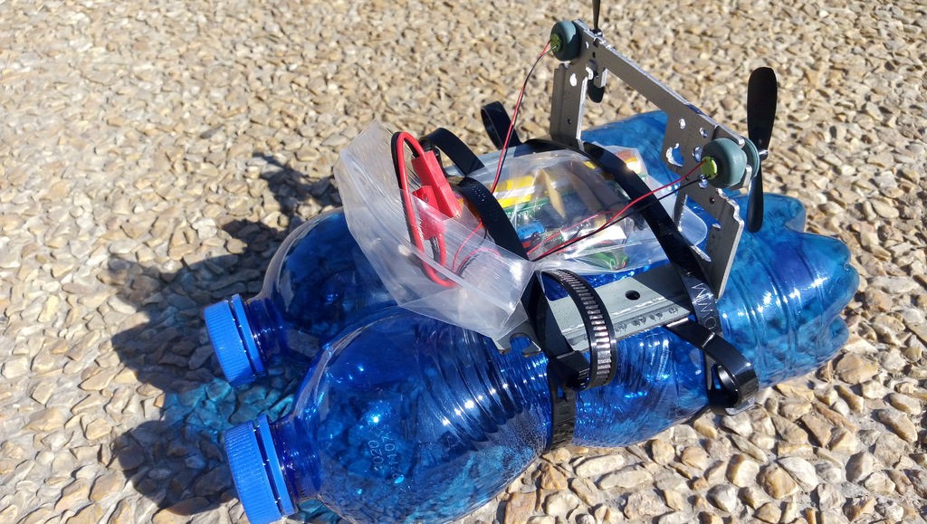 RC Airboat Made From Trash Moves Surprisingly Well!