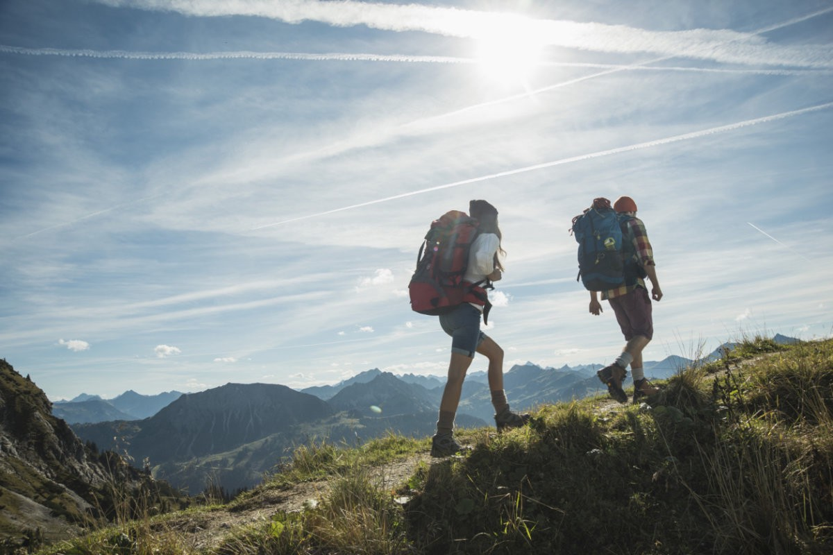 10 AMAZING SPRING HIKING DESTINATIONS MUST VISIT BEFORE YOU DIE
