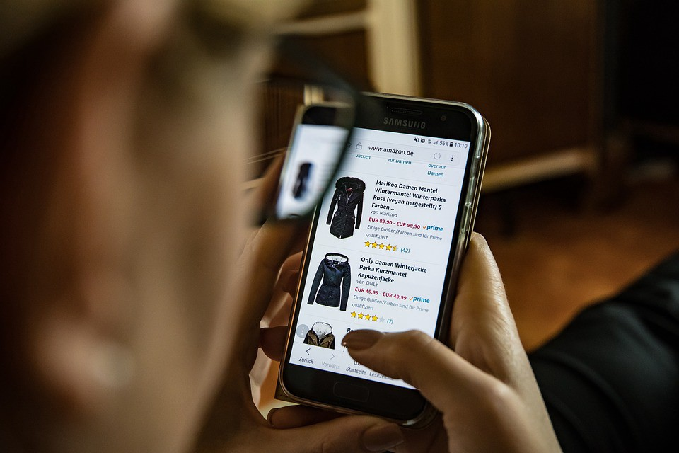 Shopping e-commerce products by example through deep learning