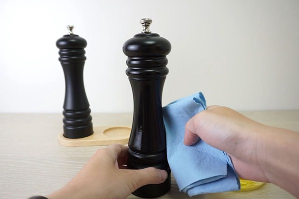 Periodically maintain your salt and pepper mill