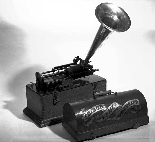 History of the Record Industry, 1877 — 1920s - A Voice  - Medium