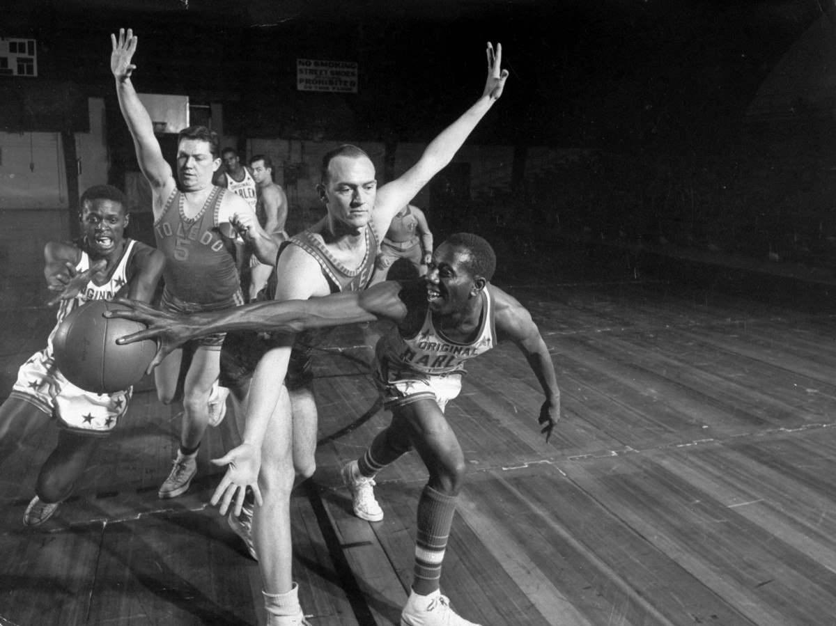 The black-versus-white basketball game that integrated the sport
