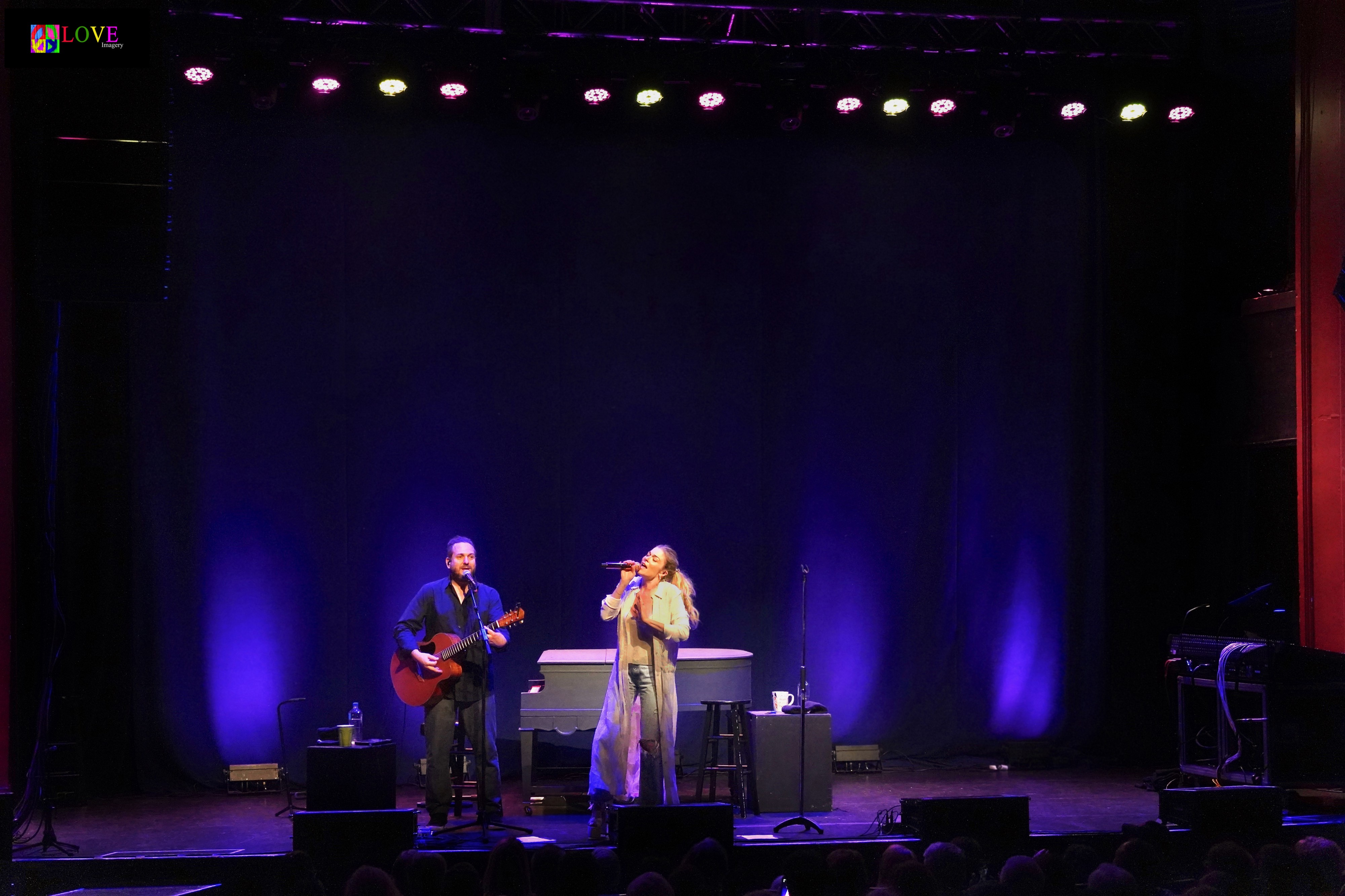 "Just Awesome!"" LeAnn Rimes LIVE! at the Newton Theatre"