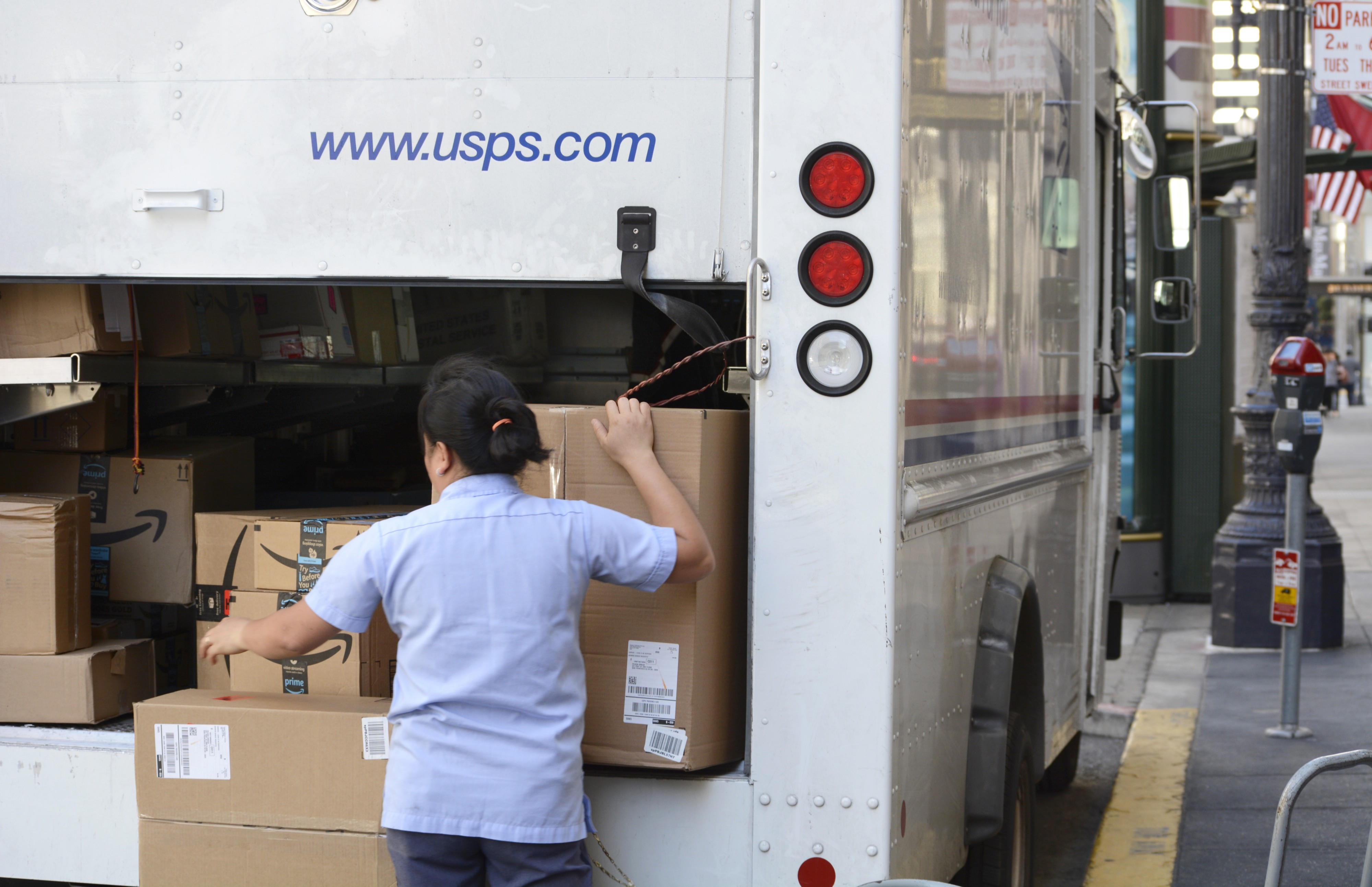 Confessions Of A U S Postal Worker We Deliver Amazon Packages