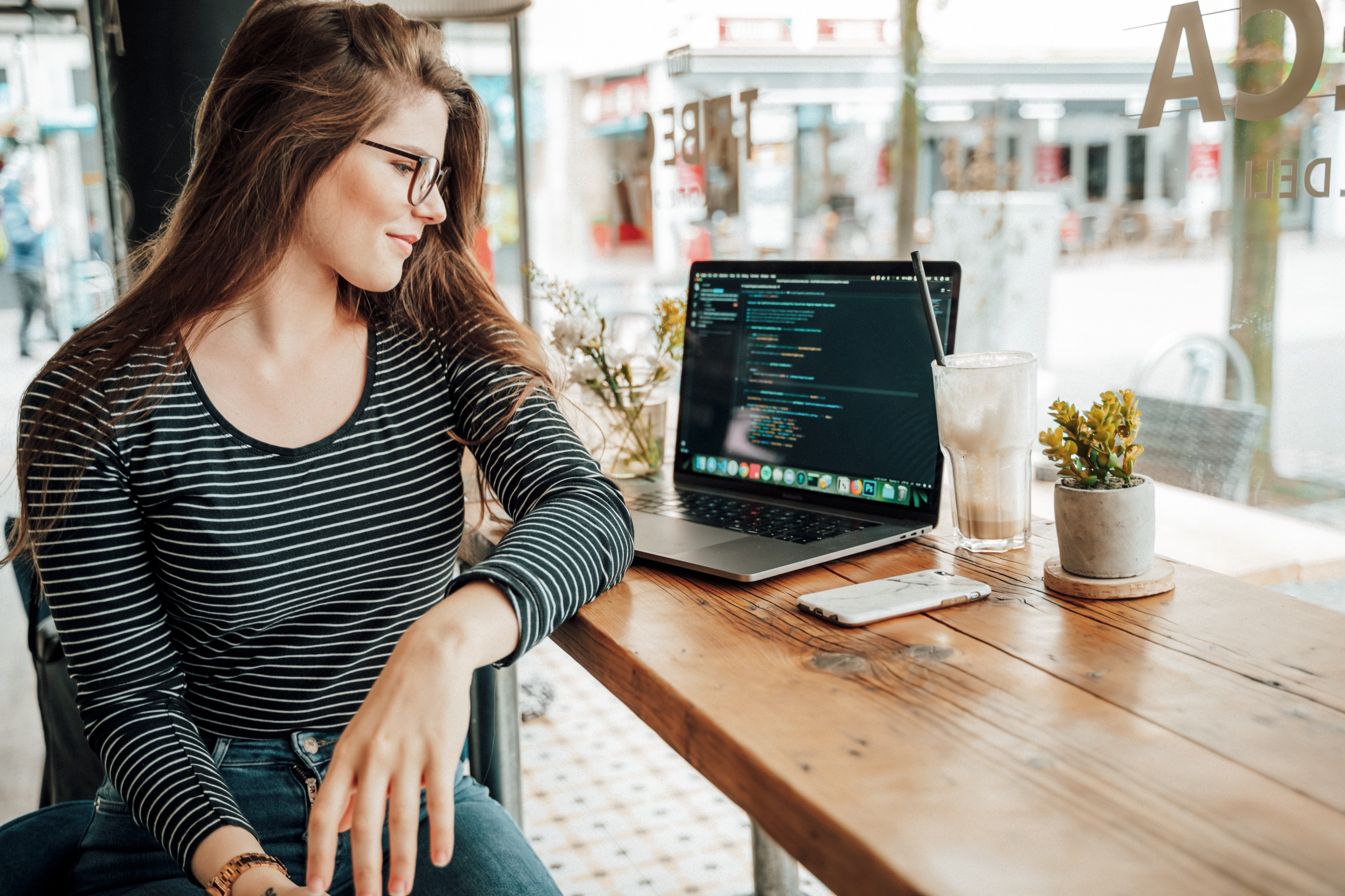 8 Internships For Girls Who Code If You Re A Budding Young Coder By Kaylamatthews Code Like A Girl