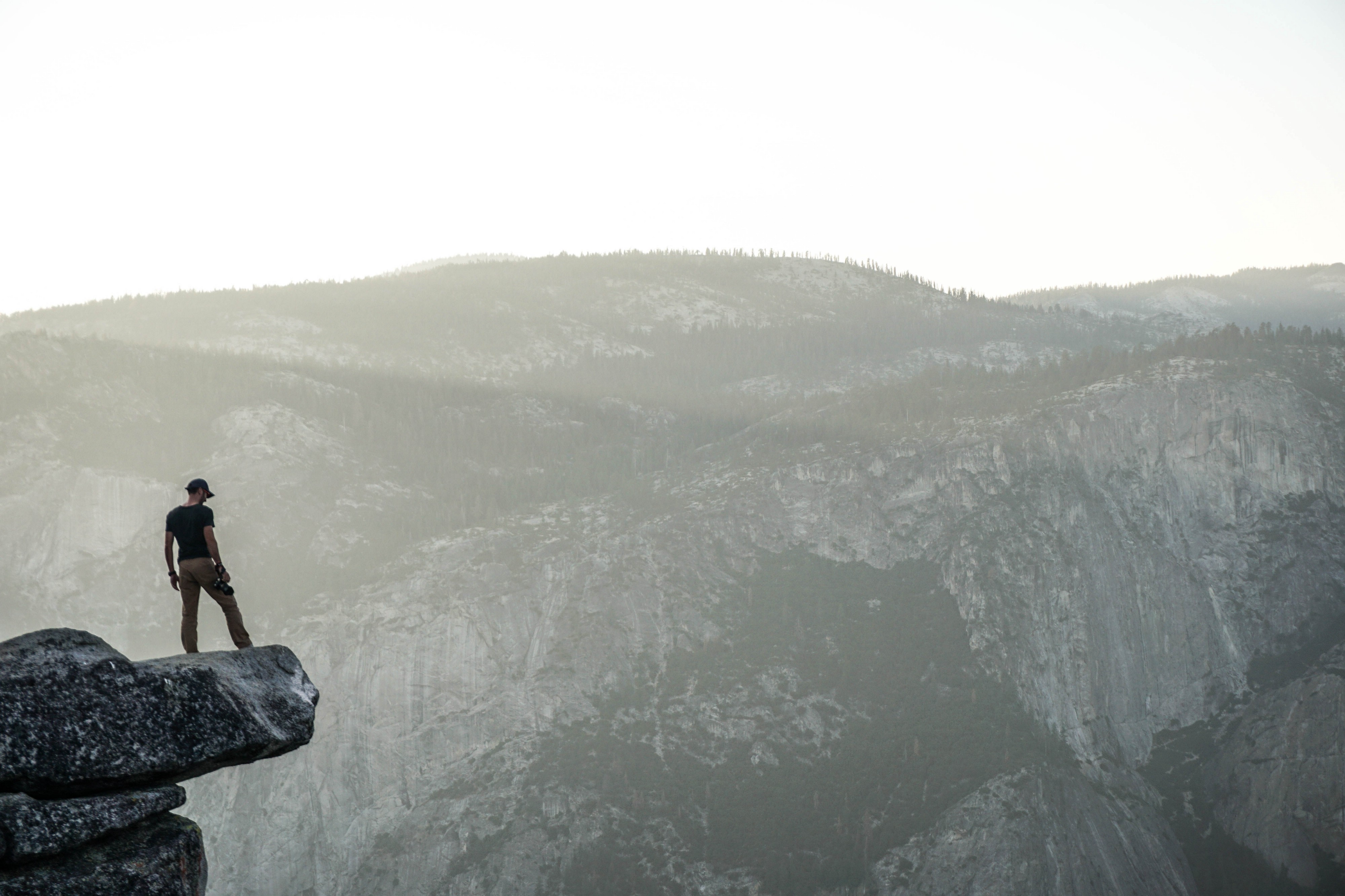 On the Edge of the Cliff: How to Perform Under High Pressure