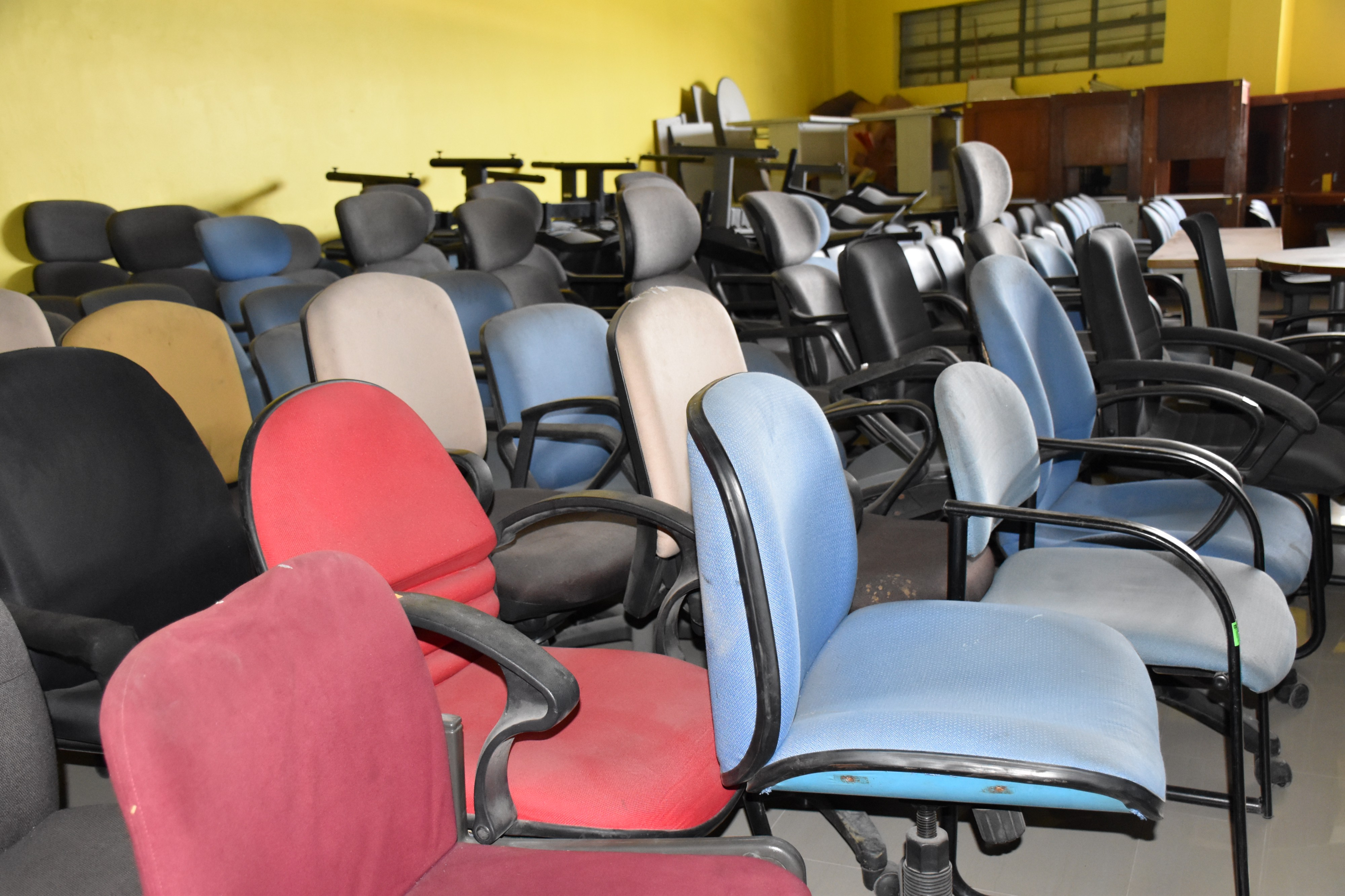 An Surplus Used Office Furniture