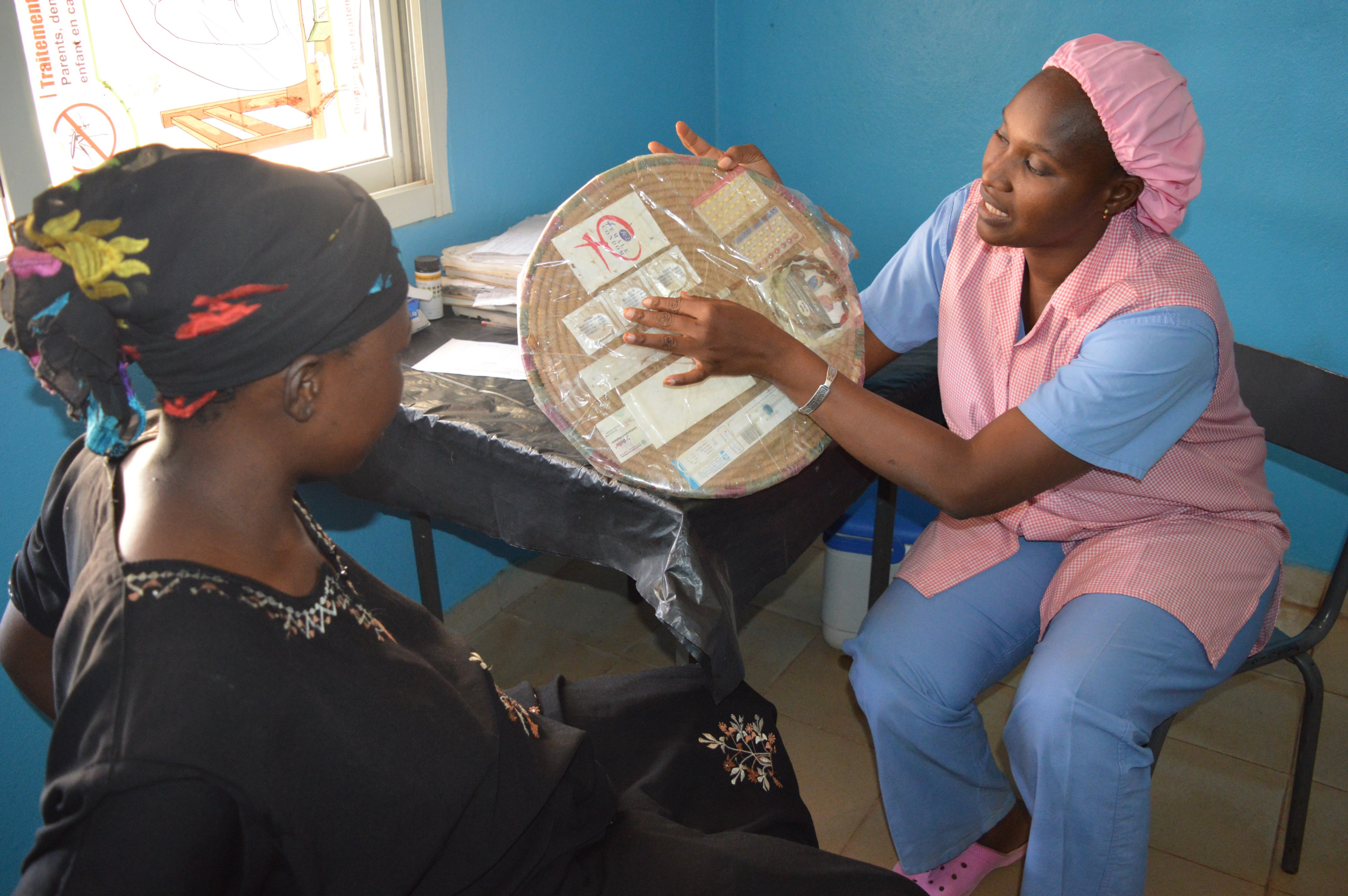 Mama Diancoumba speaking and explaining the benefits of prenatal visits to one of her patients.