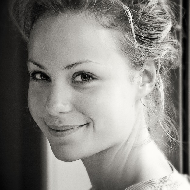 A picture of the beautiful Phoebe Handsjuk