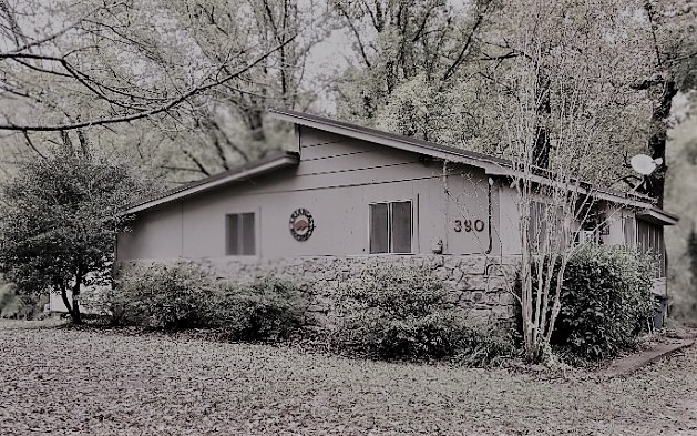 A photo of a small cabin retreat in rural Arkansas.