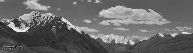 Summits seen, towards the South and Pakistan, at the top of the descent of the Kunjerab—Photo Bernard Grua