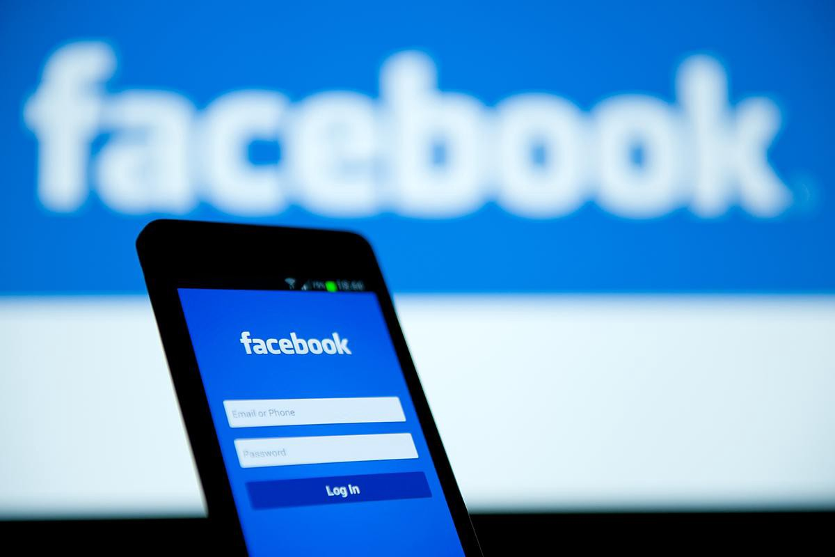 You can't delete Facebook on Xperia phones - Sony Reconsidered