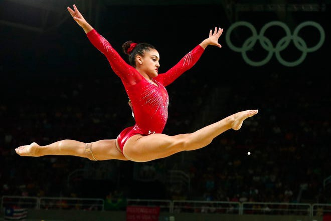 laurie hernandez on beam at the rio olympics