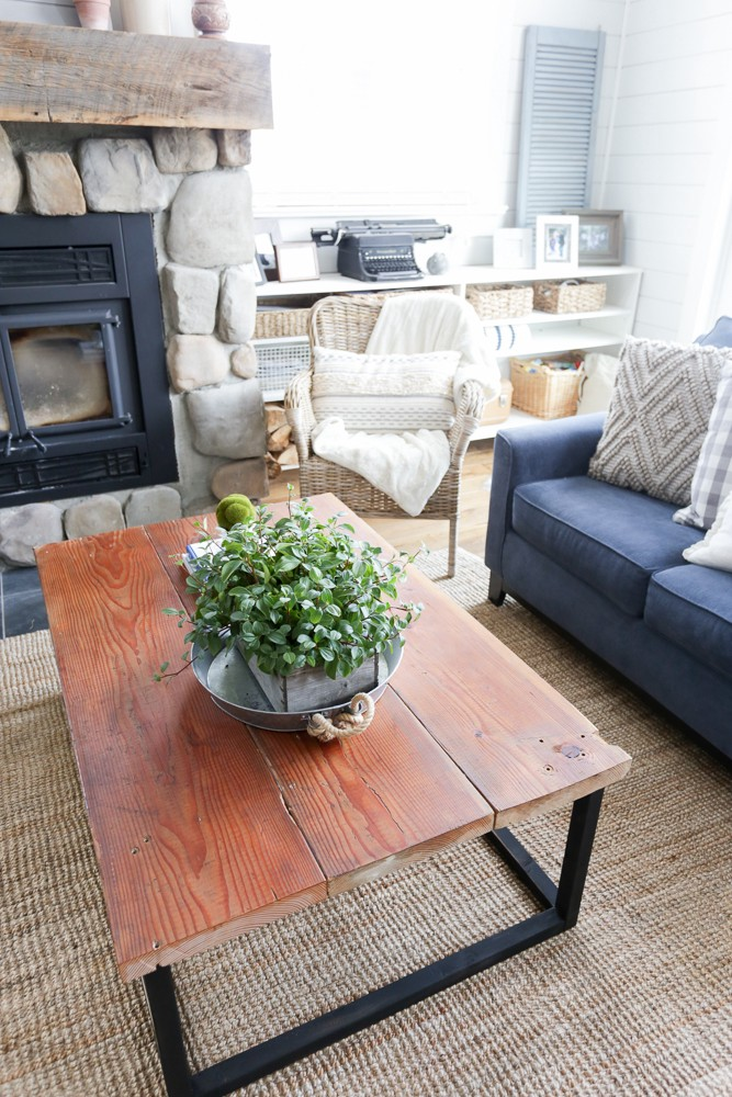 Diy Reclaimed Wood Coffee Table With Faux Metal Base