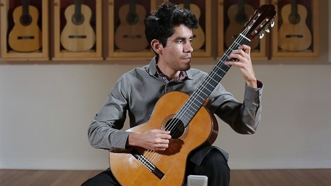 4 Ways Playing Classical Guitar Improves Your Musicianship