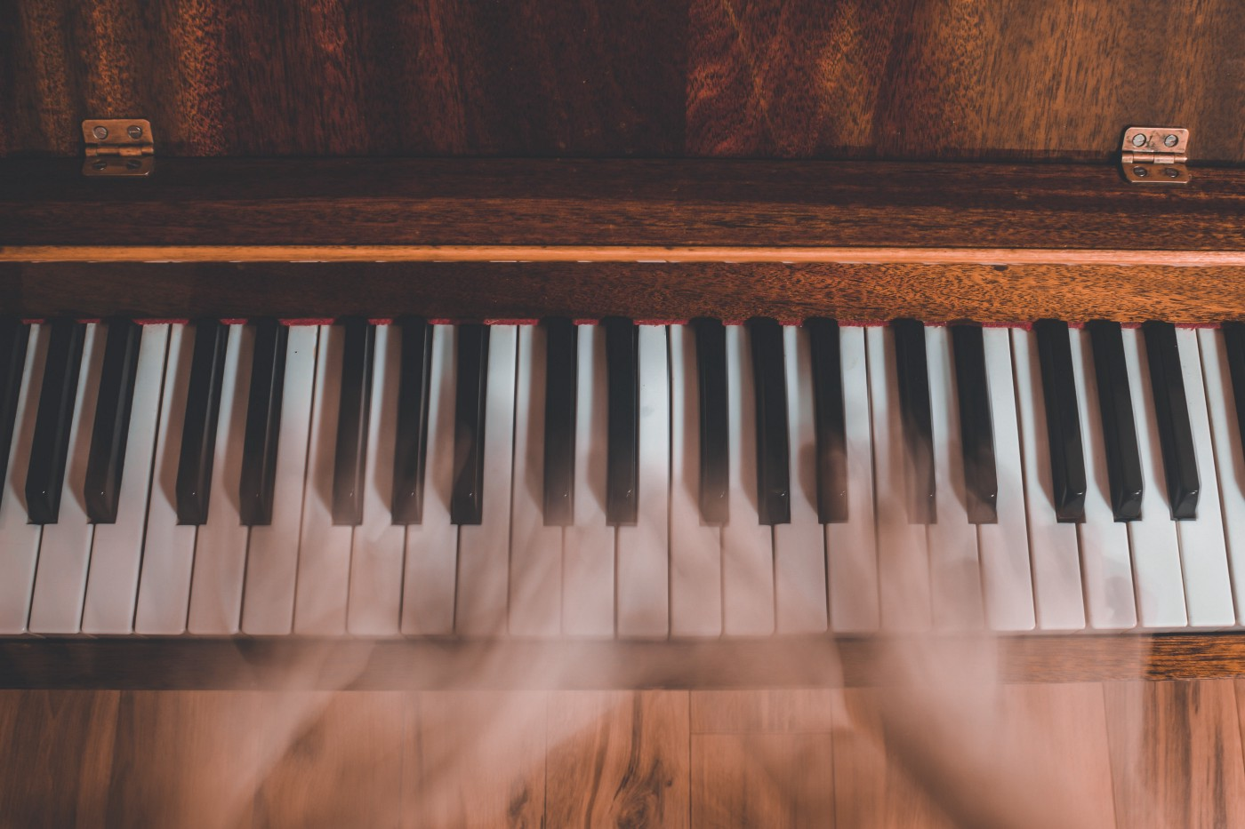 blur of hands playing a piano