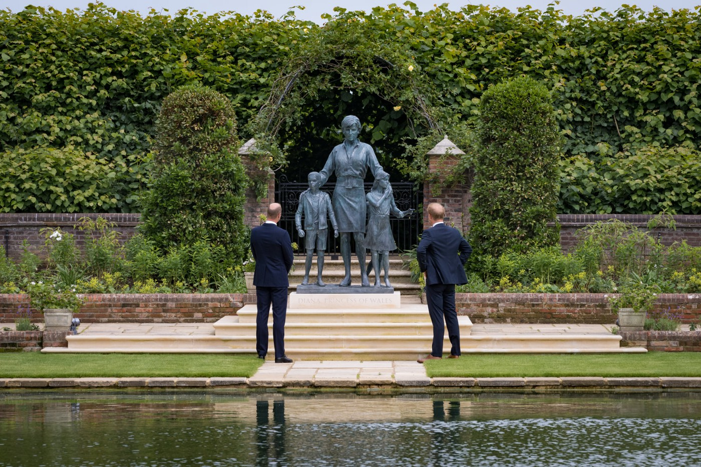BREAKING: Harry arrives for reunion with William at Diana statue unveiling