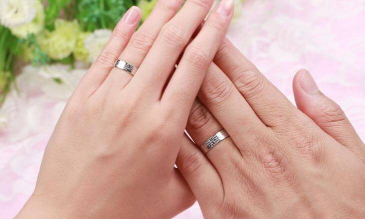 What hand is a promise ring worn on