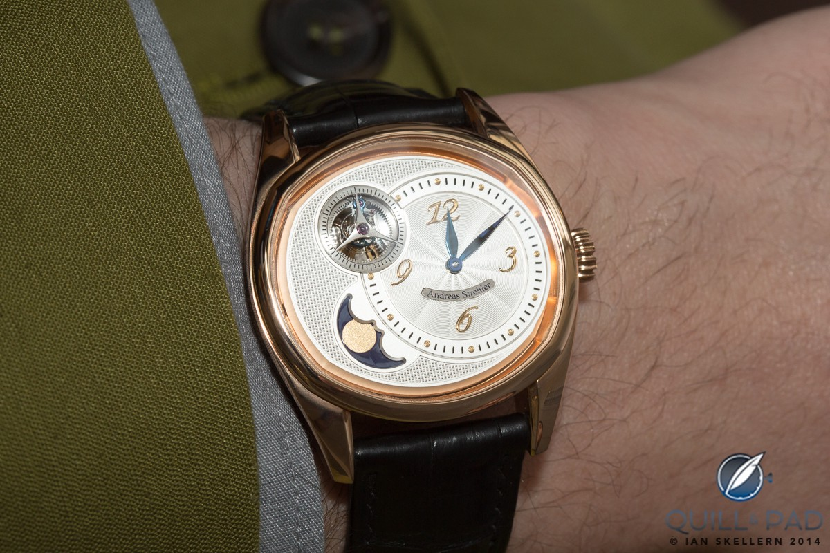 Sauterelle à Lune Perpétuelle fitting very nicely on the wrist of the yours truly