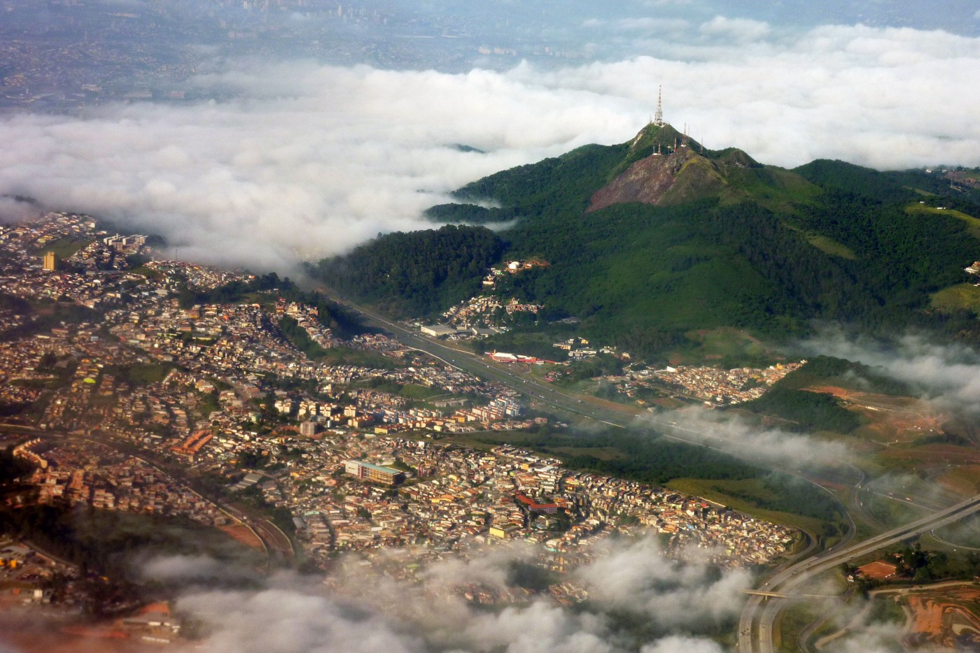 Jaguara Peak with a city beneath it.