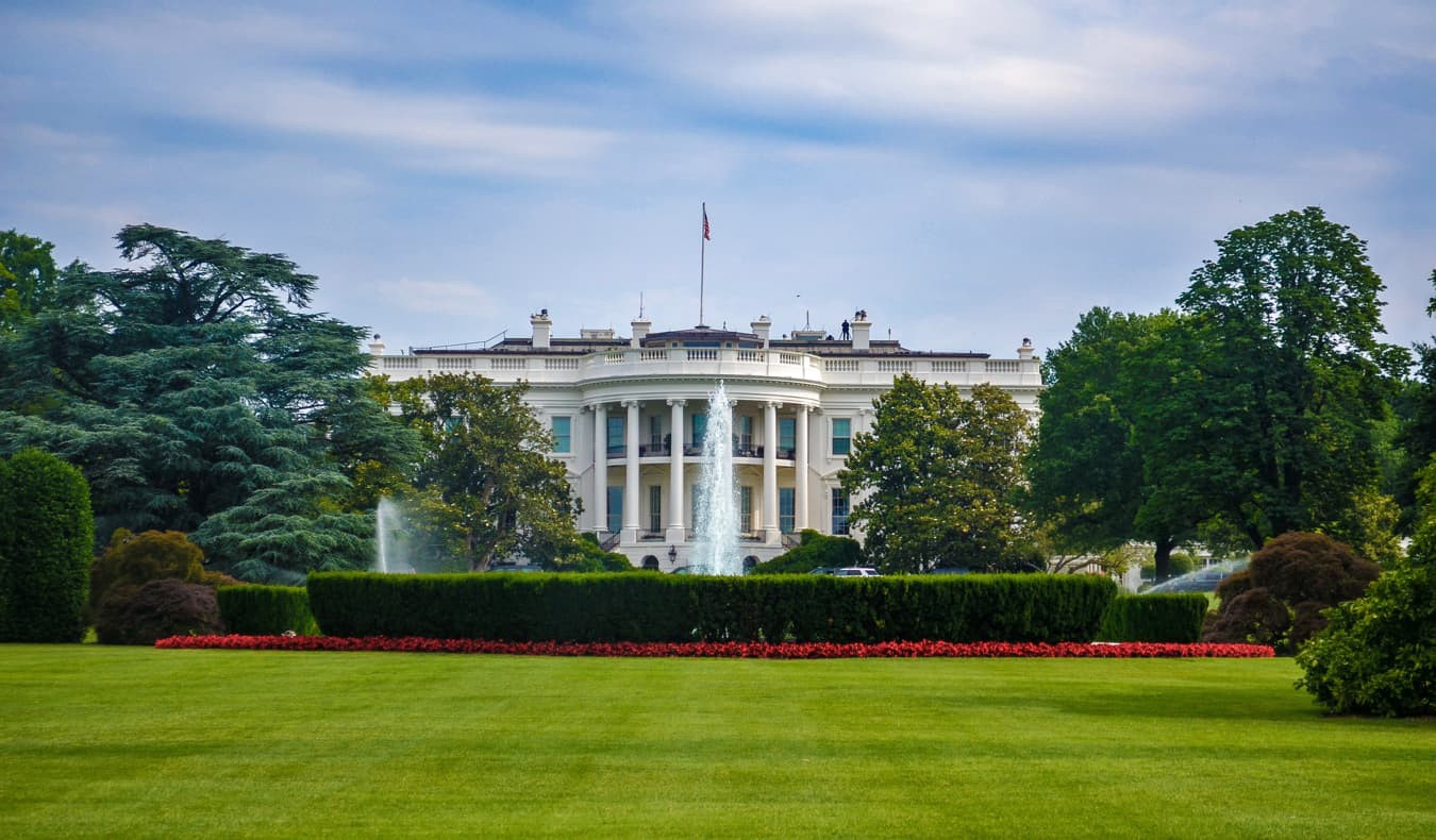 The White House surrounded by an empty green lawn