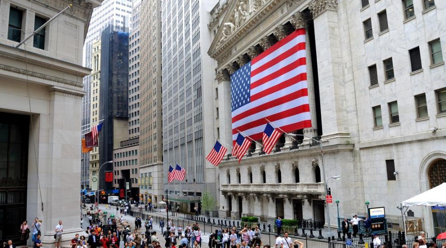 Wall Street Higher After US and Goldman Sachs Retail Sales Figures
