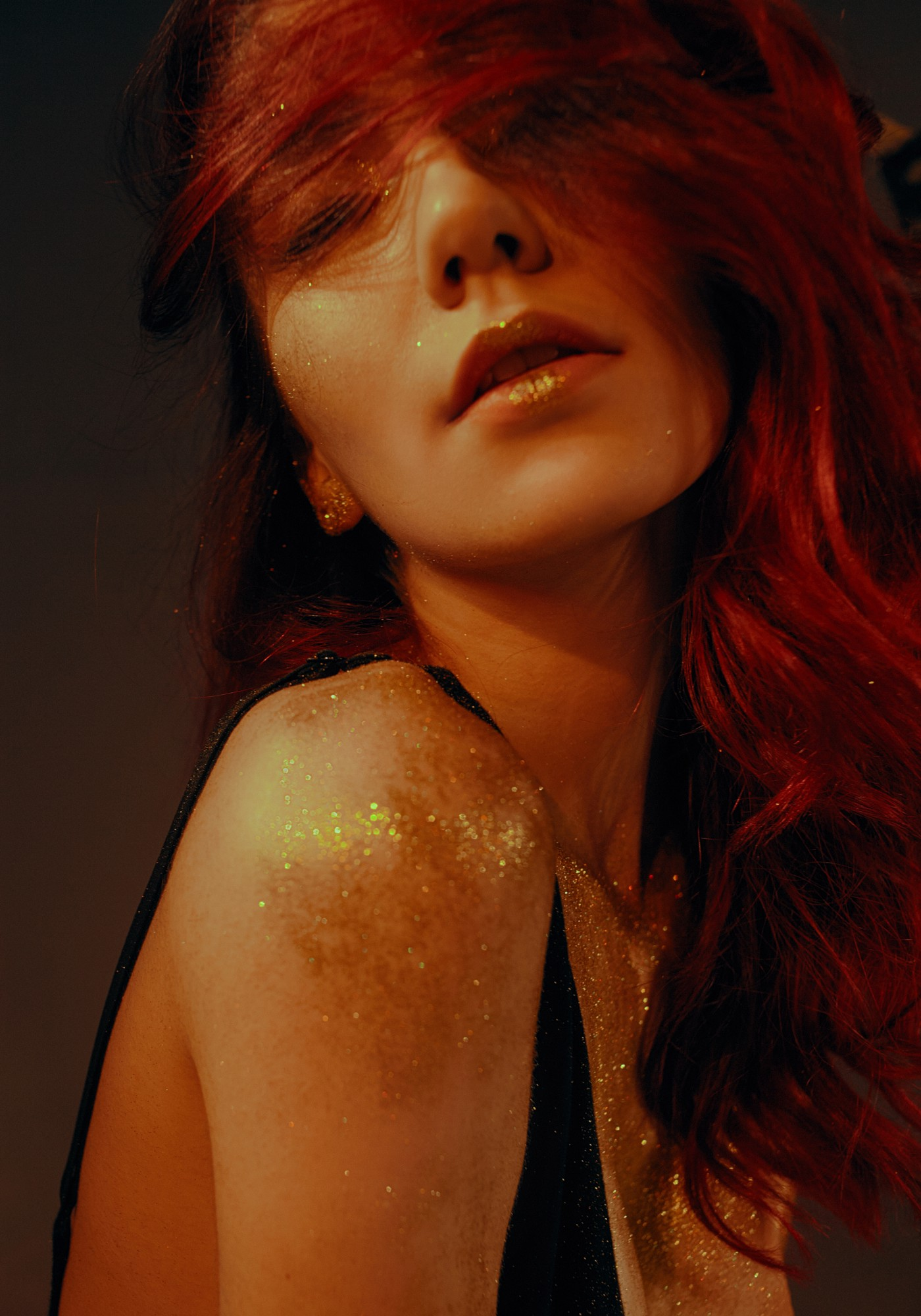 Beautiful woman with gold glitter—@LexNickels Poetry on Medium