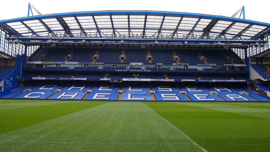 Chelsea and Juve to compete for midfielder
