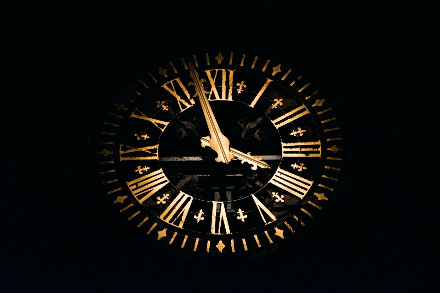 Clock displaying Roman numerals