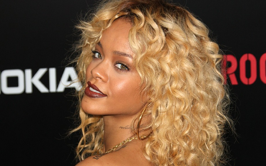 Bright blond curls hairstyle