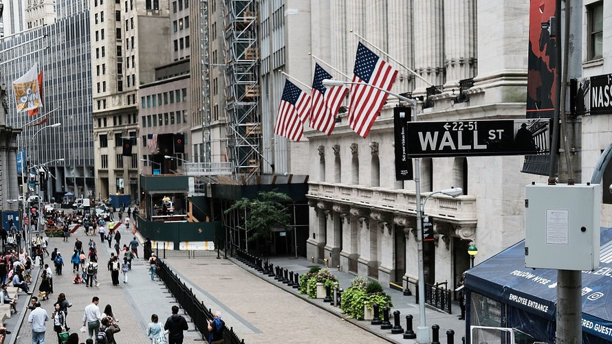 New York Stocks Slightly Higher After Disappointing US Jobs Report
