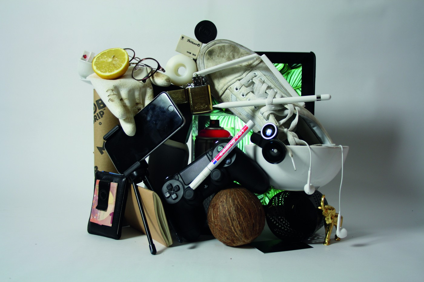 Pile of junk that includes cell phones, pens, and knickknacks.
