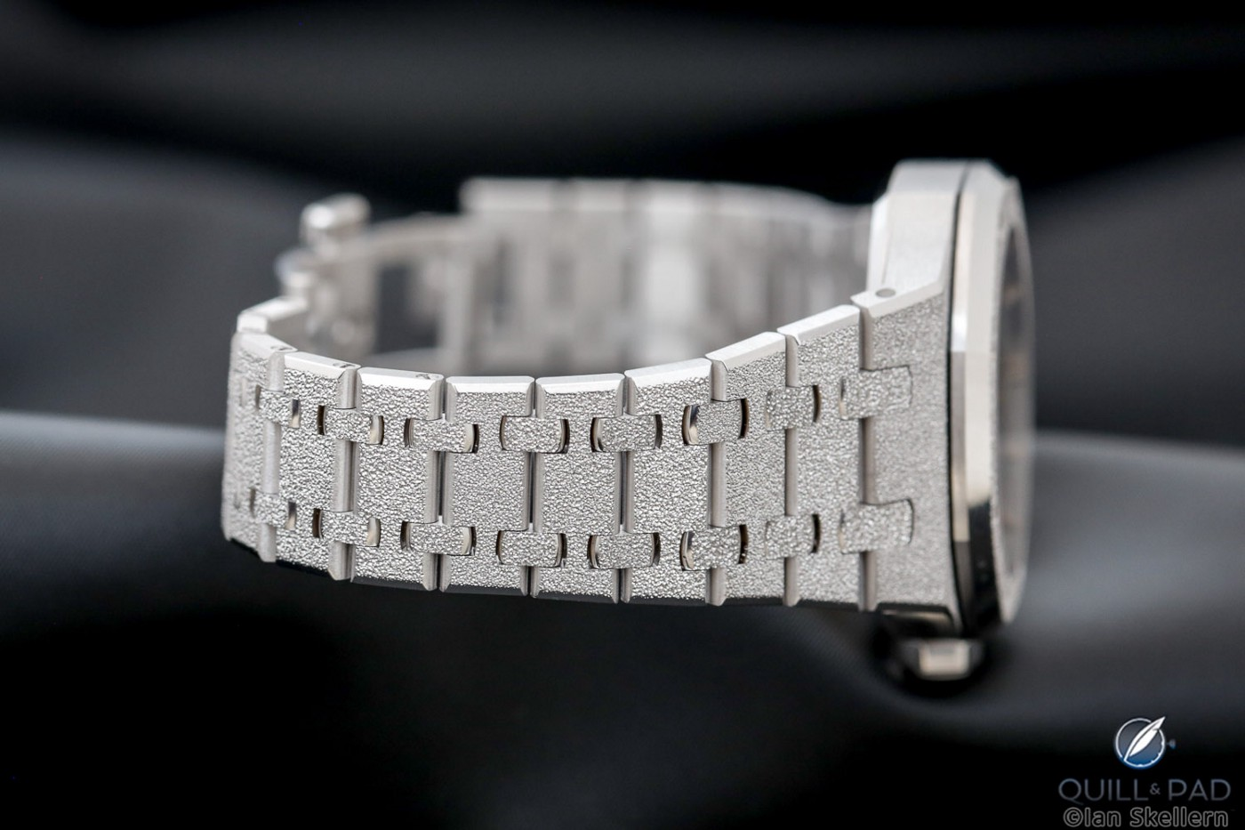 Frosted gold bracelet of the Audemars Piguet Royal Oak Double Balance Wheel Openworked