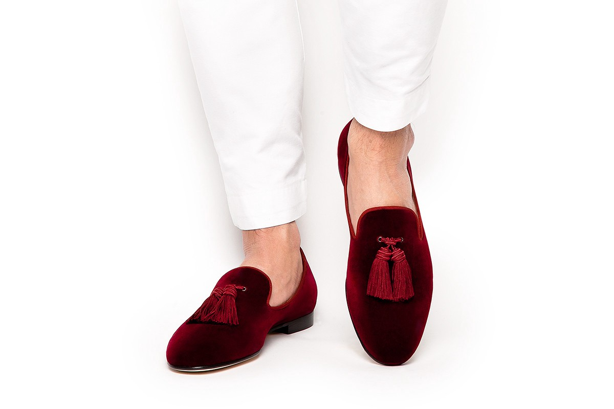 243ed4dedb780 My love for velvet slippers only grows stronger every day! Mens velvet  slippers are the epitome of Victorian-era dandyism, also known as a Prince  Albert ...
