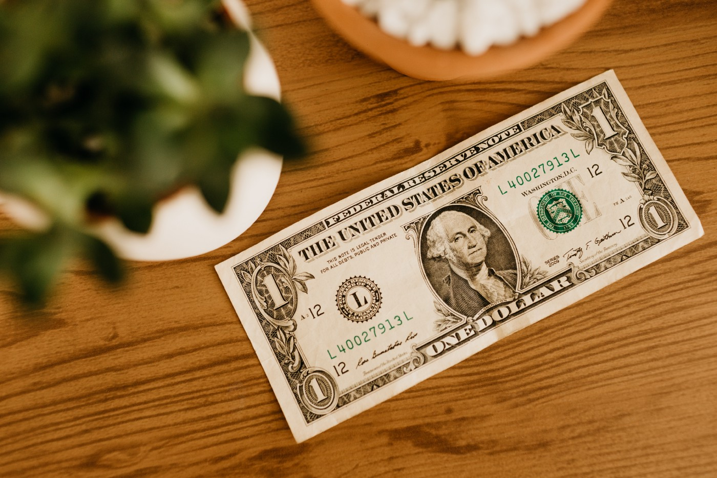 Dollar bill on a table. I'm Earning About $1 Per Story On Medium | Shannon Cheesman