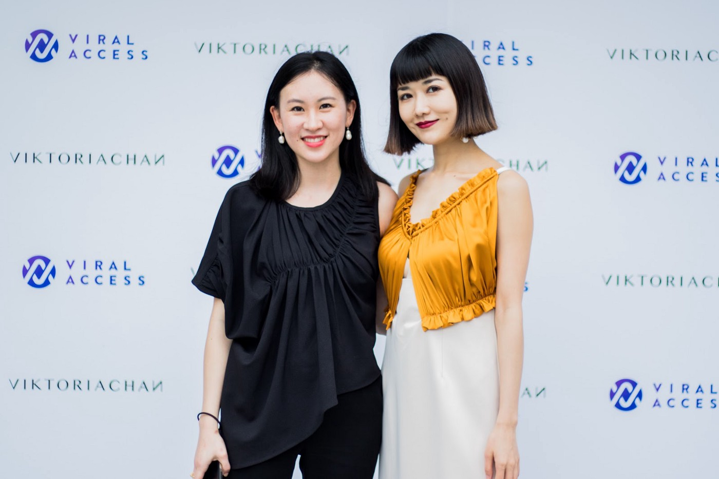 2021 Influencer Marketing Trends 3. Two female influencers pose for a photo at an event hosted by Viral Access in Shanghai.