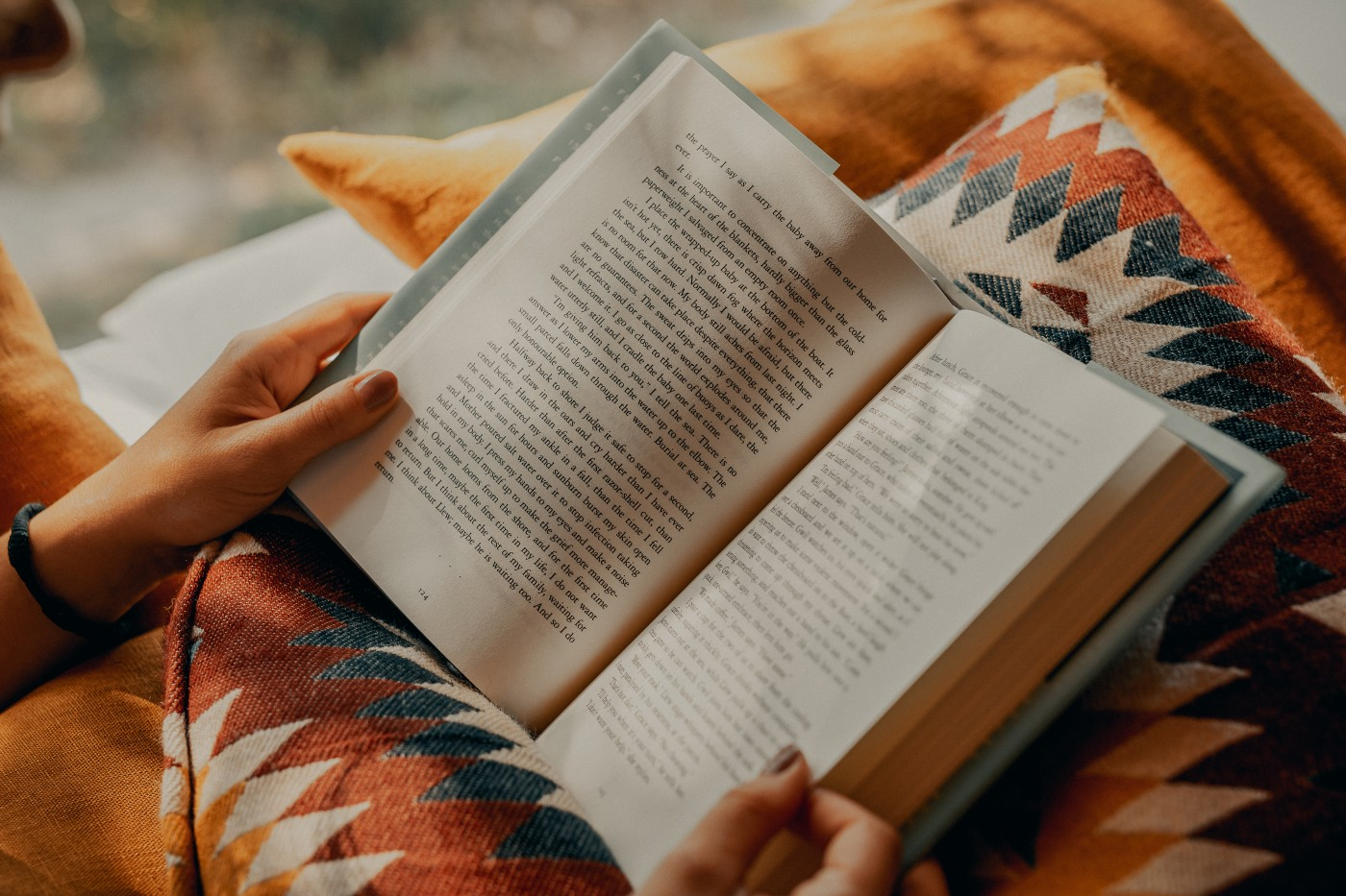 How Are Readers Different from Fans?