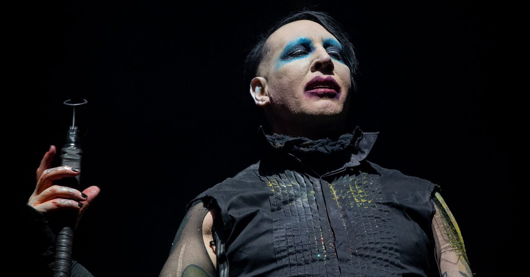 Marilyn Manson Is Sought on Arrest Warrant in New Hampshire