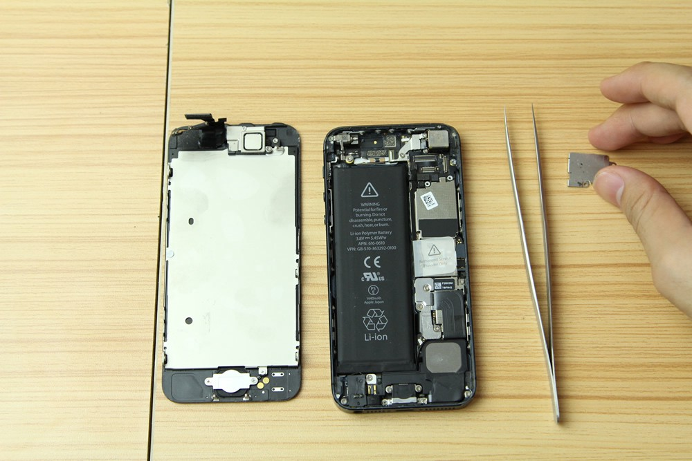 How To Fix a Broken Charging Port of an iPhone 6 | Oxford Laptops