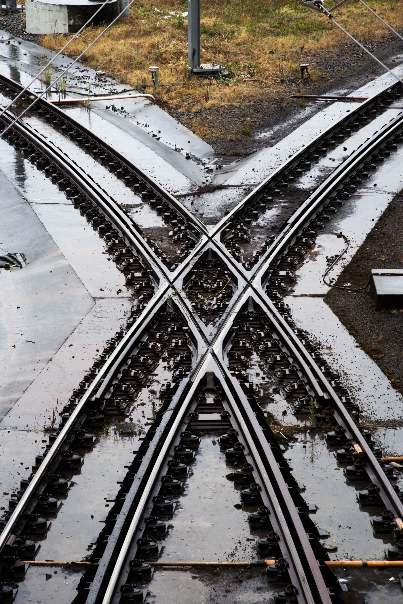 A railway track scissors-crossover in which a pair of switches connects two parallel rail tracks.