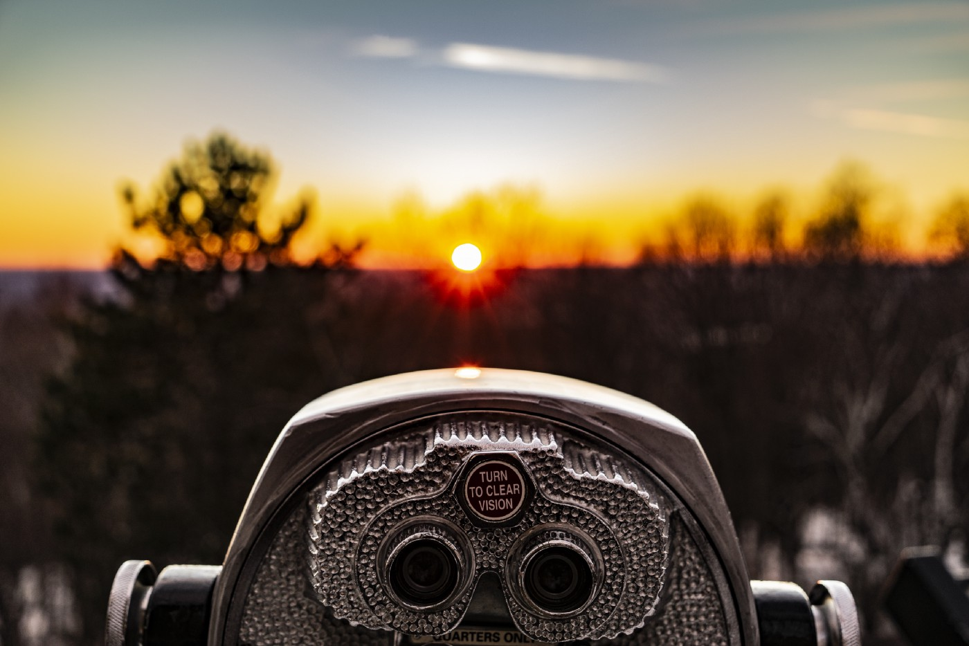 """Binoculars looking towards the light with """"turn to clear vision"""" option"""